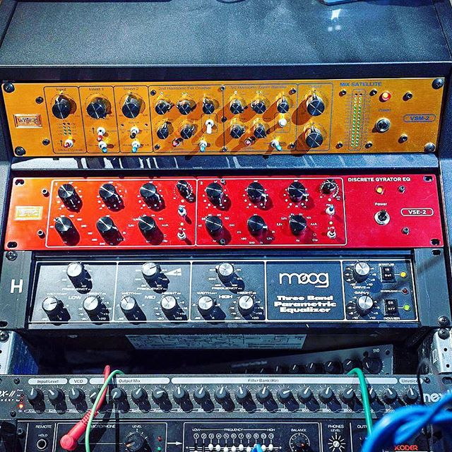 Special guest added to the mastering chain - the very red VSE-2 Gyrator EQ by @vertigosoundcom
